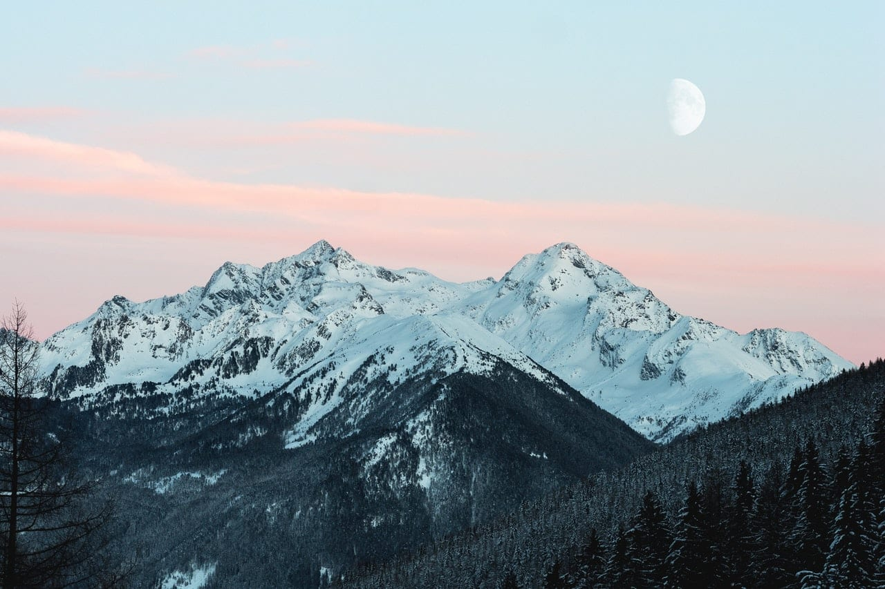 snowy-mountain-1287145.jpg